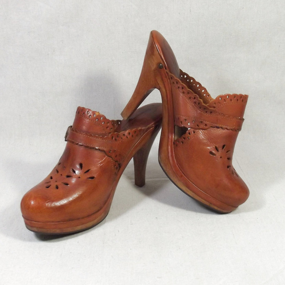 73b564c23a8 Vintage 70s Leather   Wood High Heel Clogs sz 9.  M 5b18026ad6dc524ea4f23de2. Other Shoes you may like